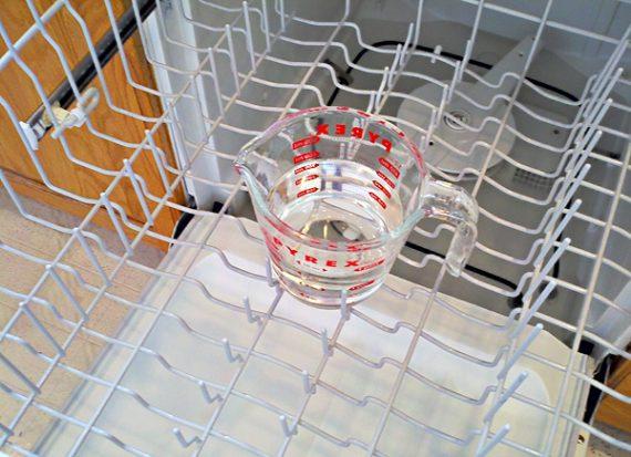 se puede limpiar el lavavajillas con vinagre