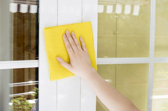 Limpiar una puerta de aluminio
