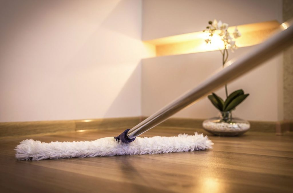 como limpiar pisos de madera parquet