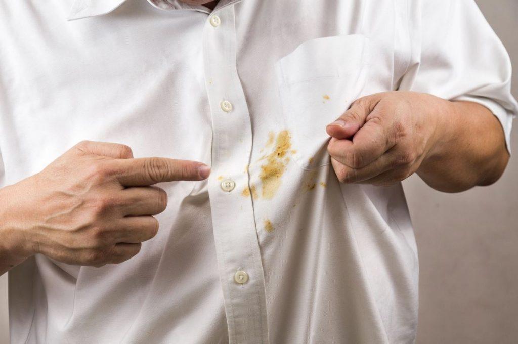como quitar manchas de cafe en la ropa