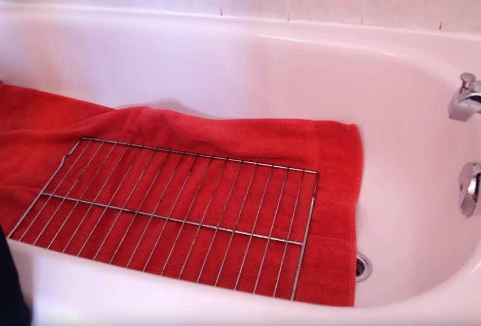 como se limpia la rejilla del horno