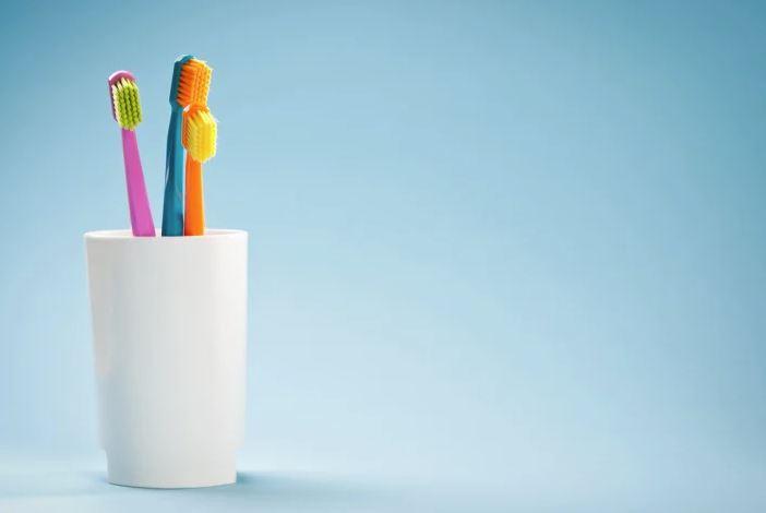 guardar cepillo de dientes en un vaso