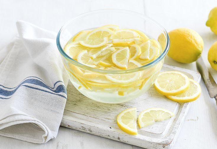 limpiar freezer con limon y agua