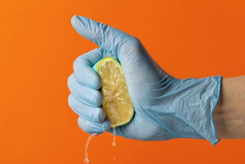 limpiar laton con limon