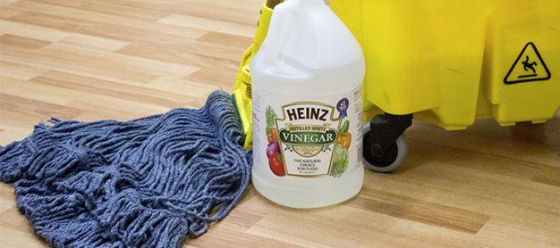 limpiar pisos con vinagre blanco