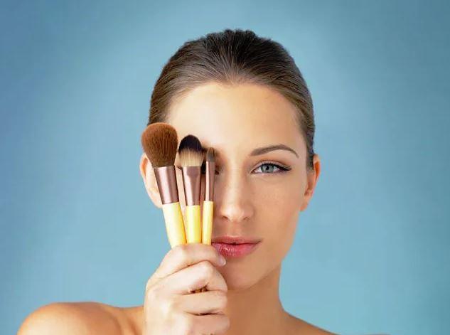 como desinfectar brochas maquillaje