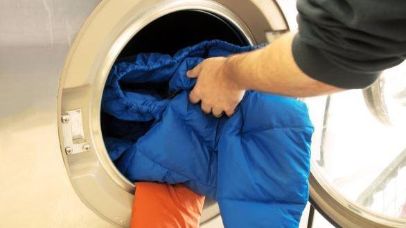 como lavar un abrigo de plumas en lavadora