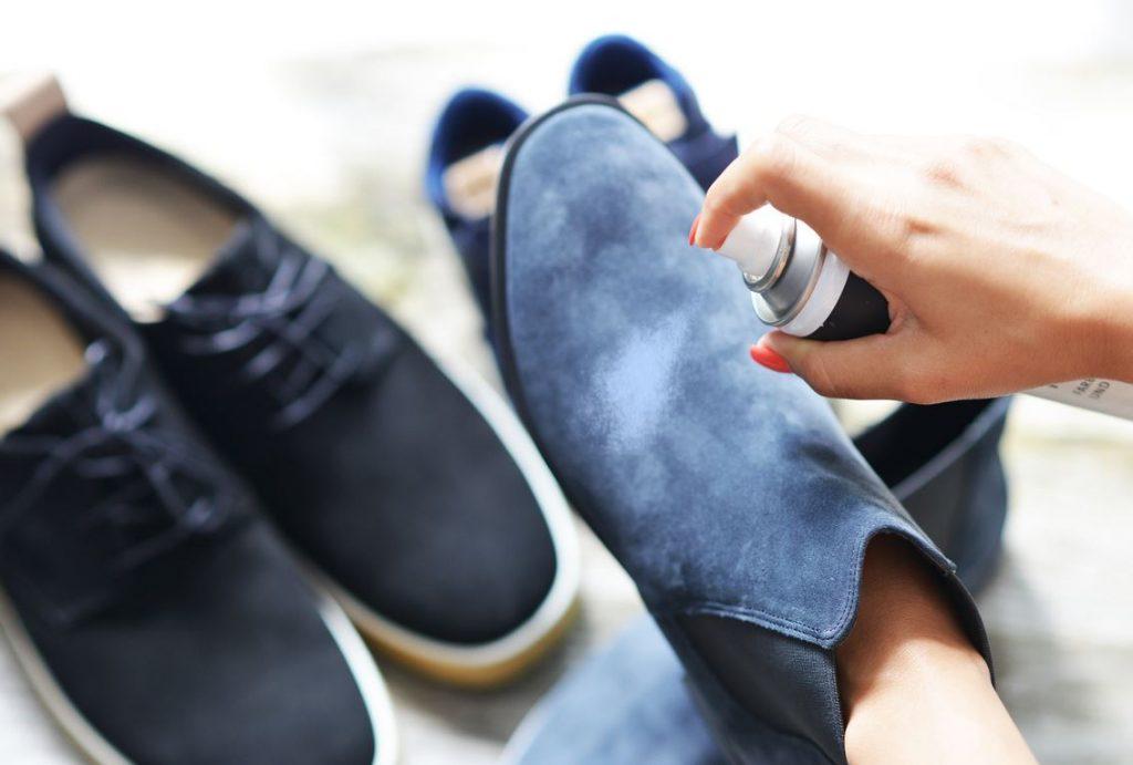 como limpiar zapatos de gamuza azul