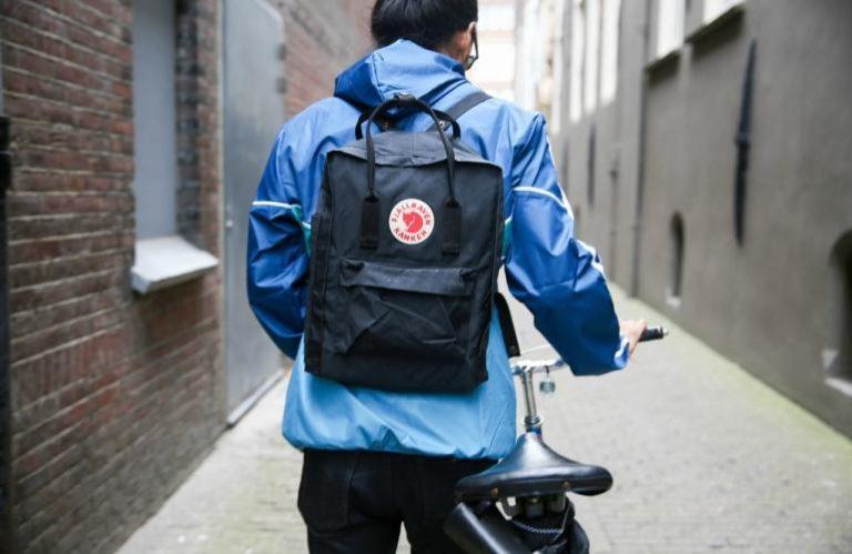 como llevar mochila kanken