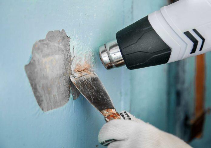 como quitar restos de pintura en la pared