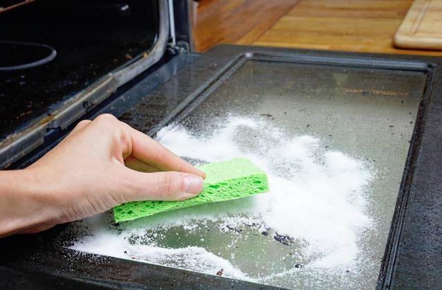 limpiar horno por dentro con sal