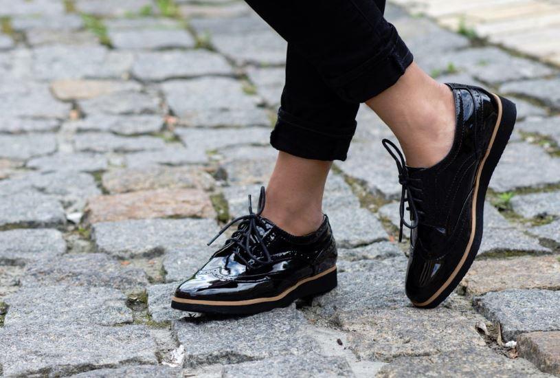 reparar arañazos de zapatos charol