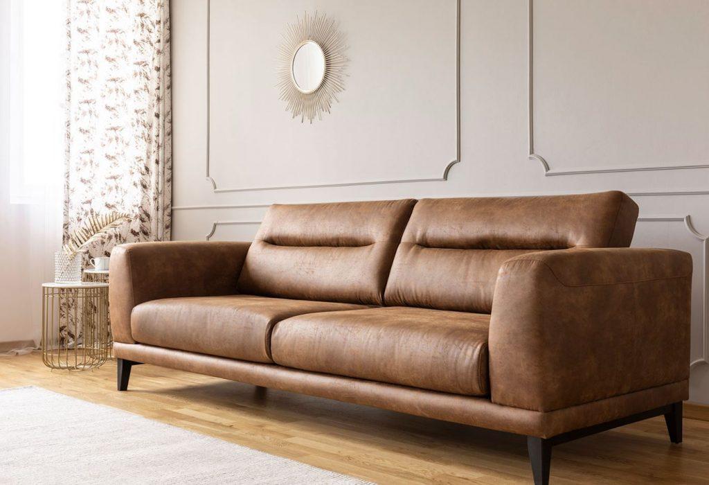sofá de polipiel marrón