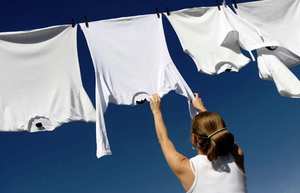 trucos para lavar ropa blanca