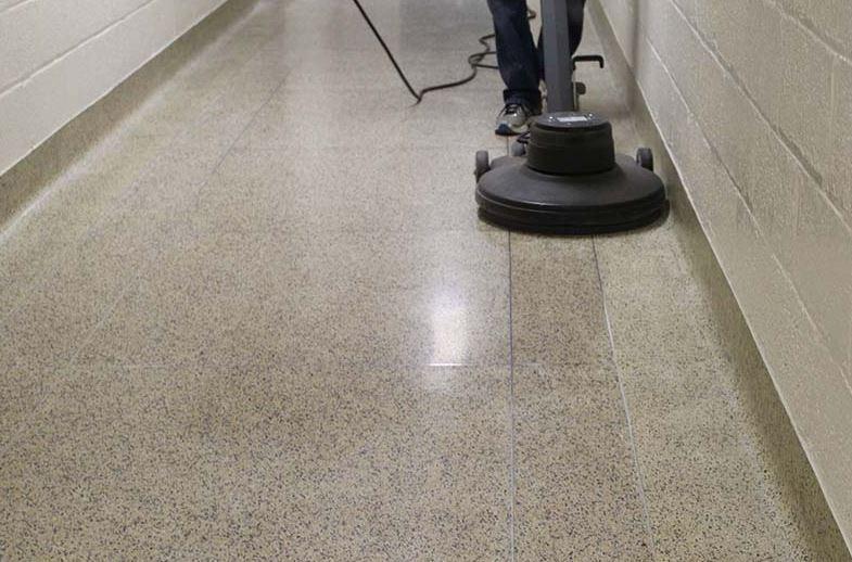 como limpiar el suelo de terrazo