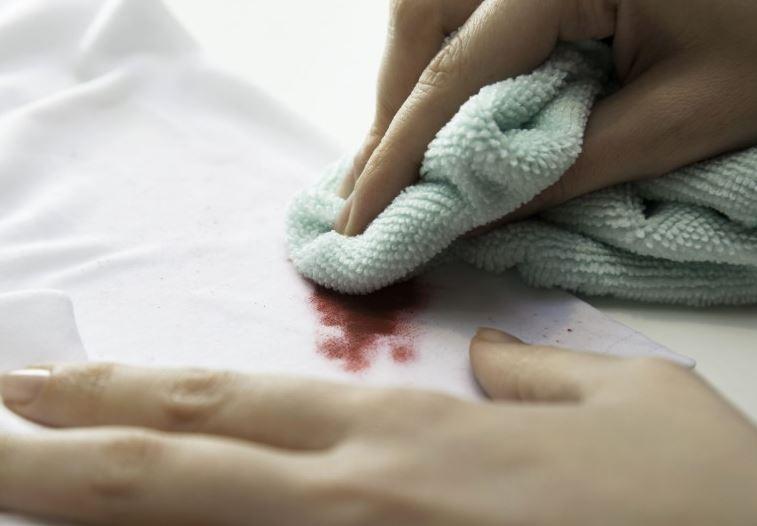 como quitar mancha de maquillaje