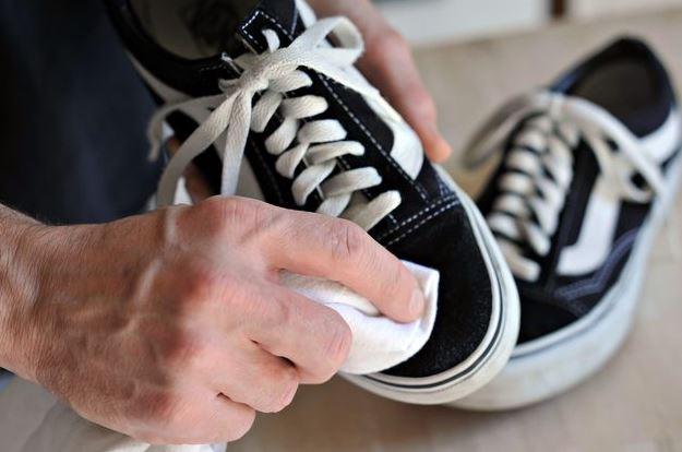 como limpiar zapatillas vans negras