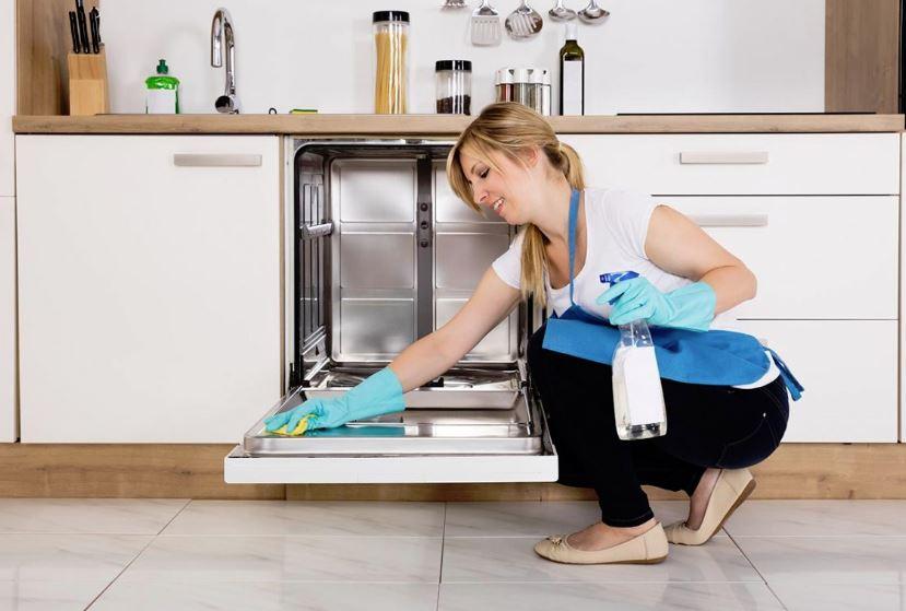 lavar lavavajillas por dentro a mano