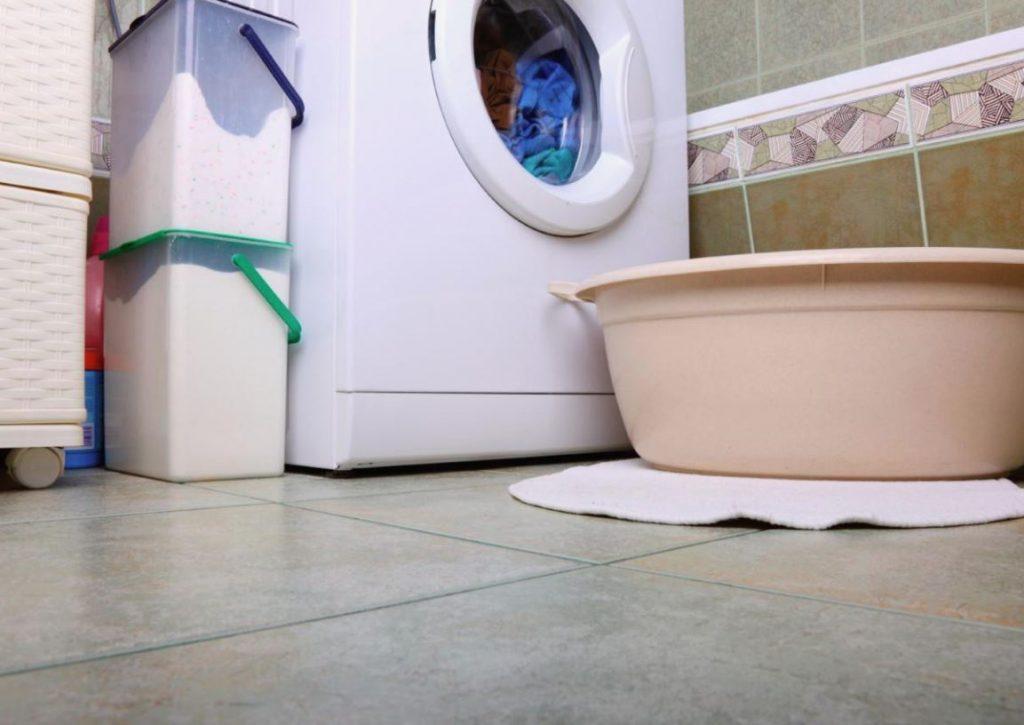 limpiar suelo sintasol baño