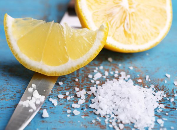 quitar manchas sangre sabanas con limon y sal