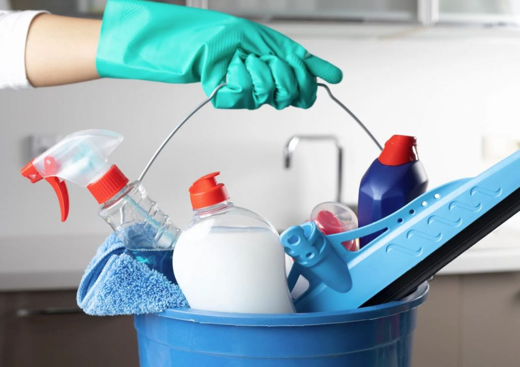 limpiar bañera con detergente