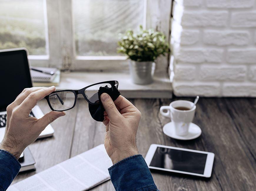 limpiar cristales gafas de vista