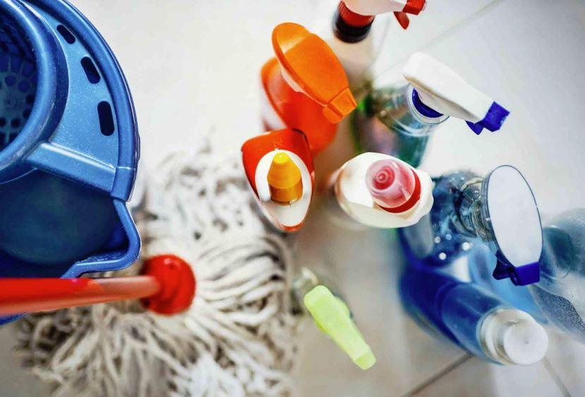 mejores productos para limpiar platos de ducha
