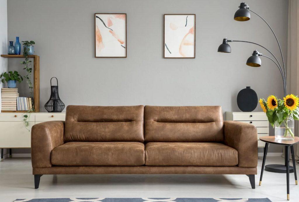 como limpiar un sofa de cuero marron