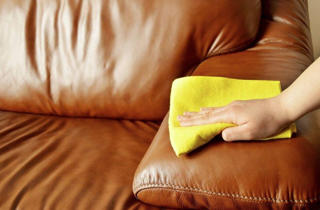 como limpiar un sofa de cuero sintetico