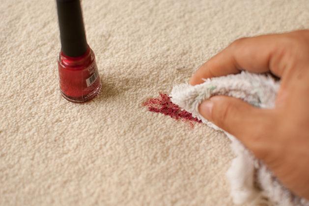 limpiar pintauñas de la ropa