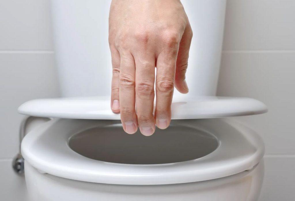 como limpiar un inodoro correctamente