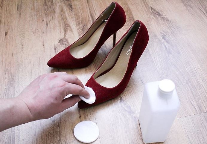 como limpiar zapatos de terciopelo rojo