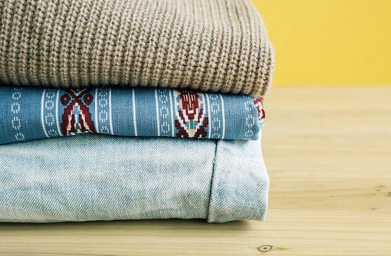trucos para evitar que la ropa suelte pelusa