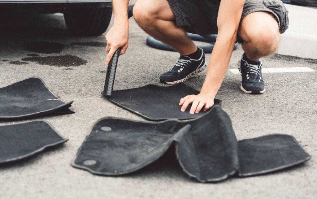 limpiar alfombrillas coche limpiezapedia