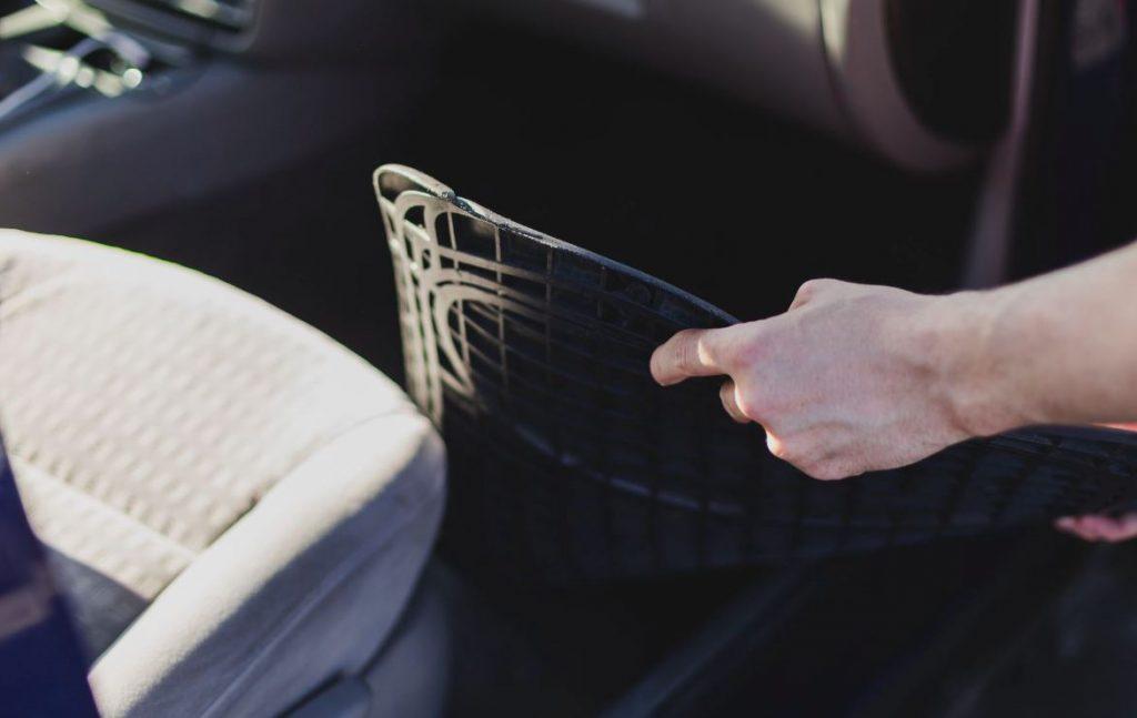 mantenimiento alfombrillas coche