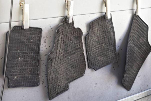 secar alfombras del auto