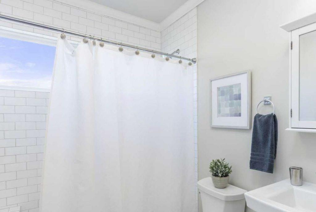 trucos para limpiar cortinas de plastico