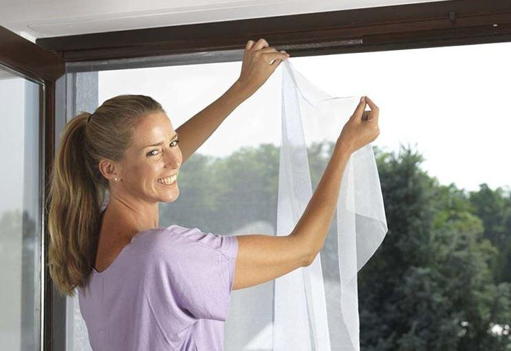 como limpiar mosquiteras de ventanas