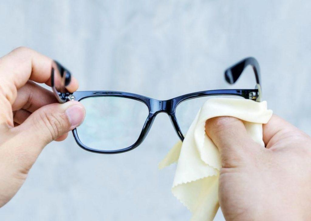 como limpiar unas gafas de vista