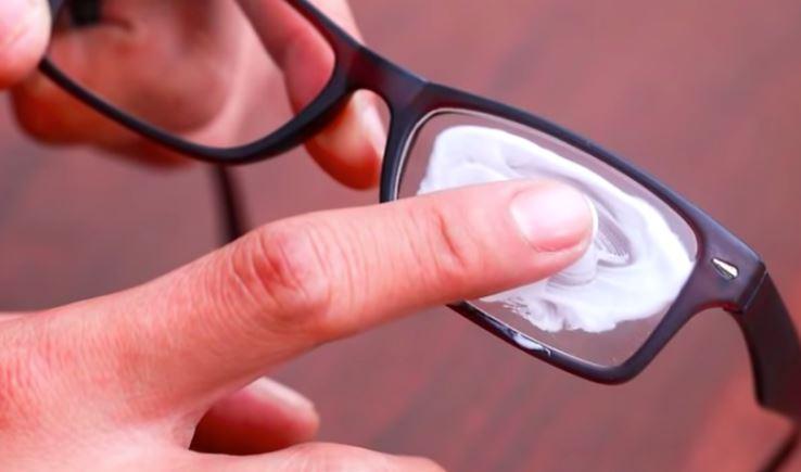 limpiar cristales con pasta de dientes