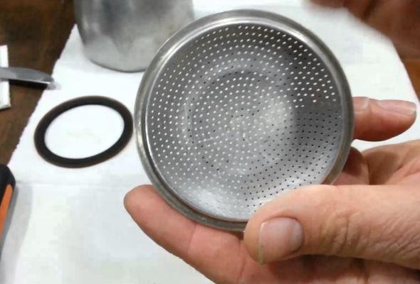 limpiar filtro cafetera italiana