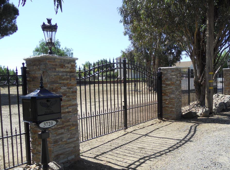 puerta de hierro fundido para exteriores