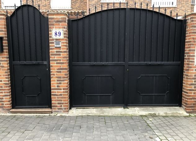 trucos para limpiar una puerta de hierro