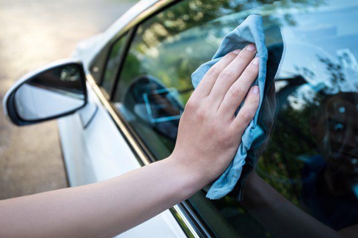 como limpiar los cristales del coche