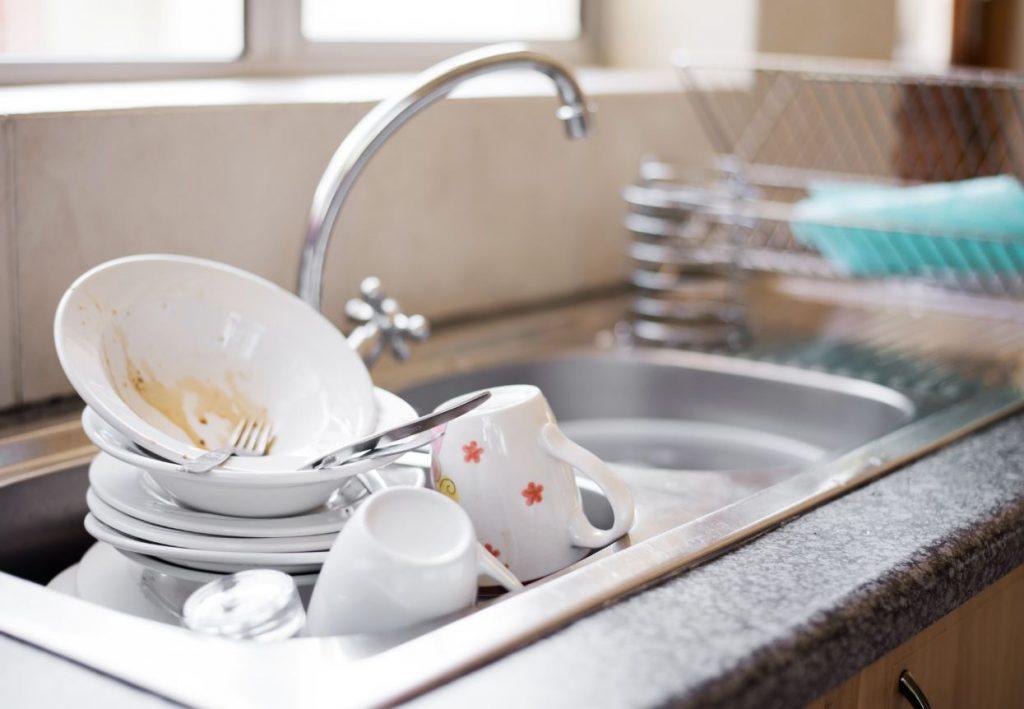 errores al lavar la vajilla a mano