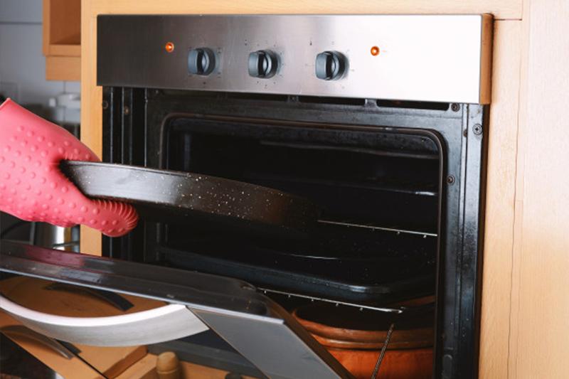 limpiar bandeja del horno
