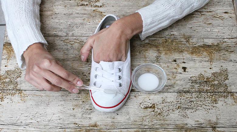 limpiar converse blancas bicarbonato y vinagre