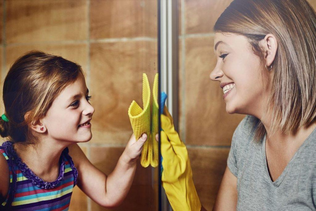 limpiar puertas vidrio ducha limpiezapedia