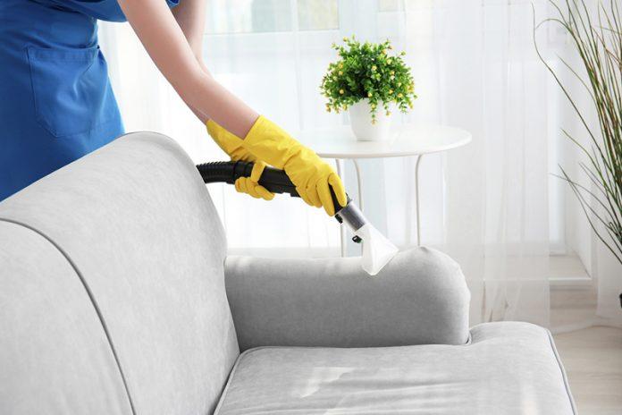 limpiar sofá de terciopelo