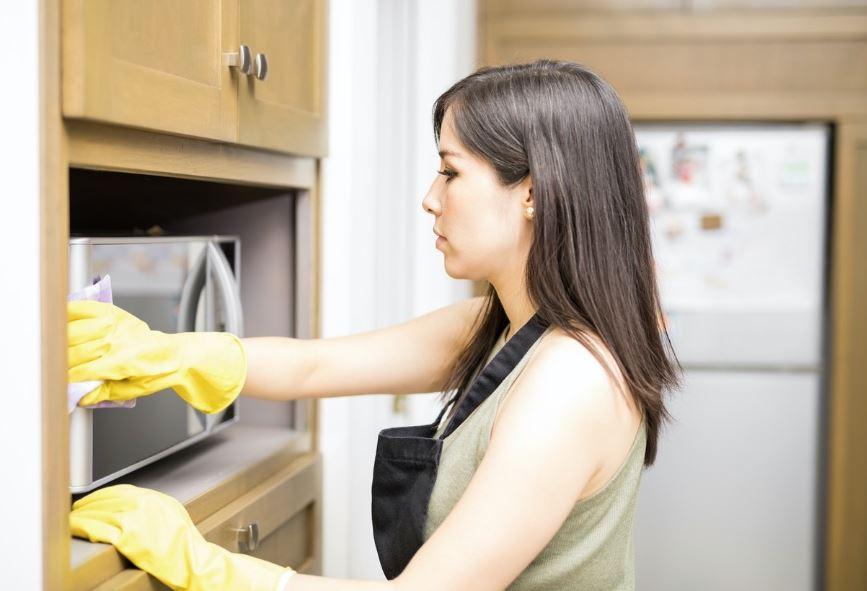 cómo eliminar el mal olor en el microondas